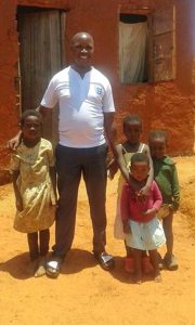 Barn från Maseko är några av de som får mat.